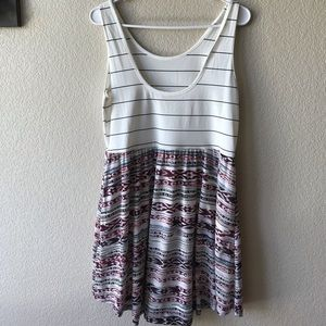 Scoopneck dress with stripes and print